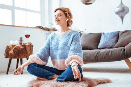 Yoga praktizieren zu Hause
