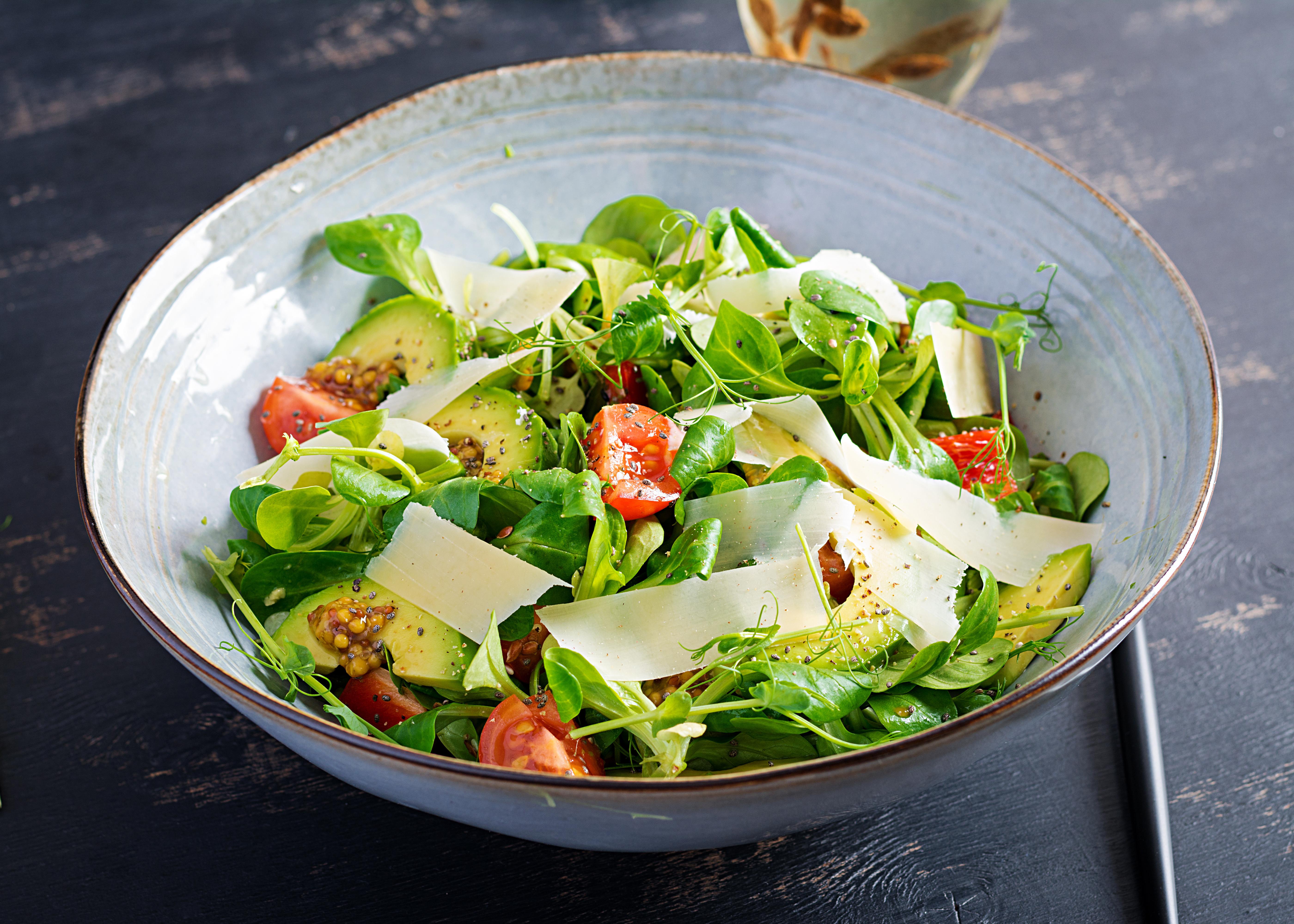 Sprossen-Salat mit Avocado gegen Stress
