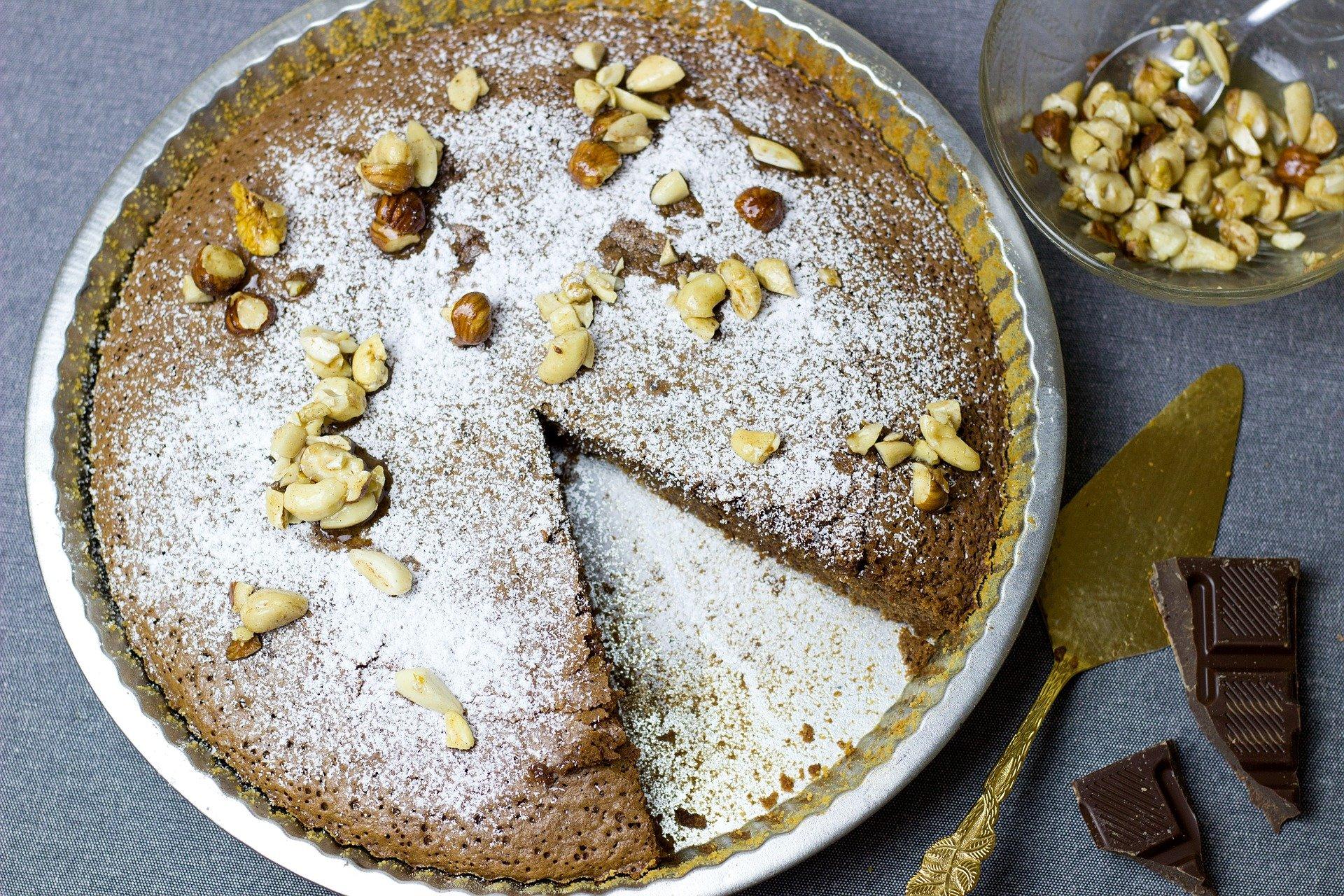 Schokoladenkuchen mit Nüssen